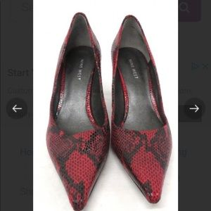 Shoes - Nine West Red & Black Reptile Print Shoes / 7.5